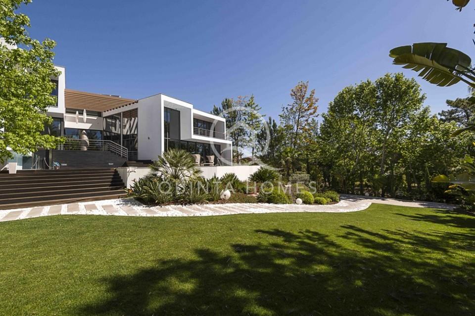 Exceptional modern villa