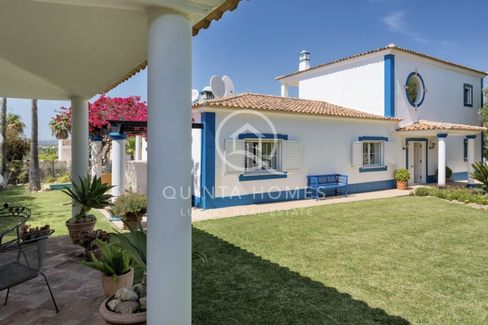 Bright Portuguese style property in residential resort
